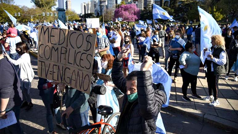 Amenazas a dos fotógrafos en la marcha contra el gobierno
