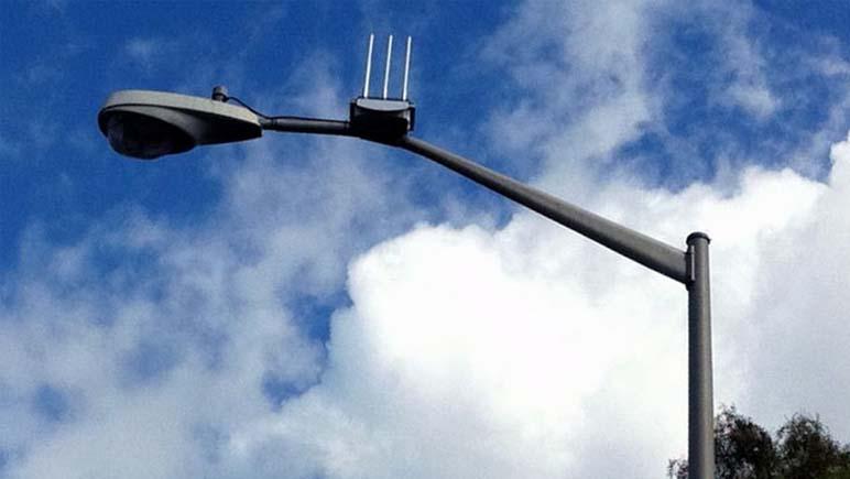 Antenas de telefonía en las columnas de alumbrado de Rosario
