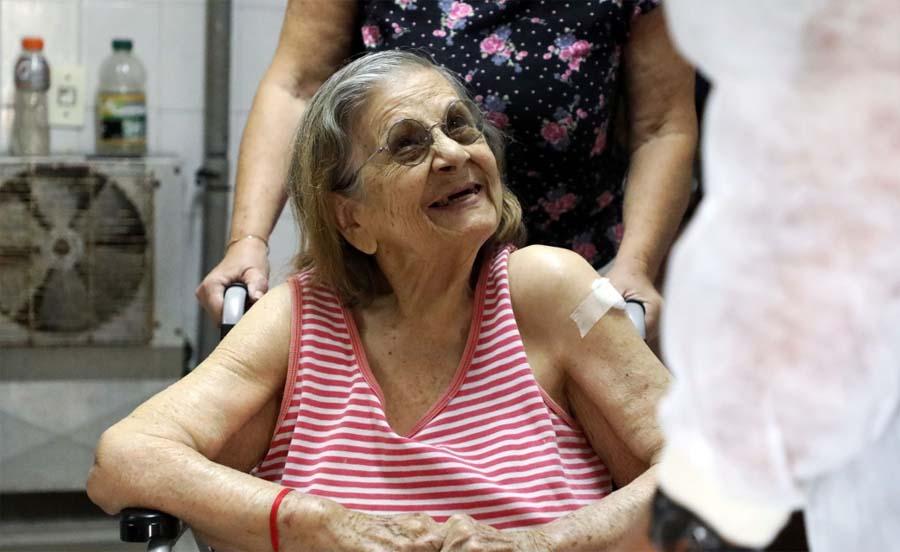 Según lo dispuesto por Nación y Provincia, se vacunaron a los abuelos de todos los geriátricos de Santa Fe