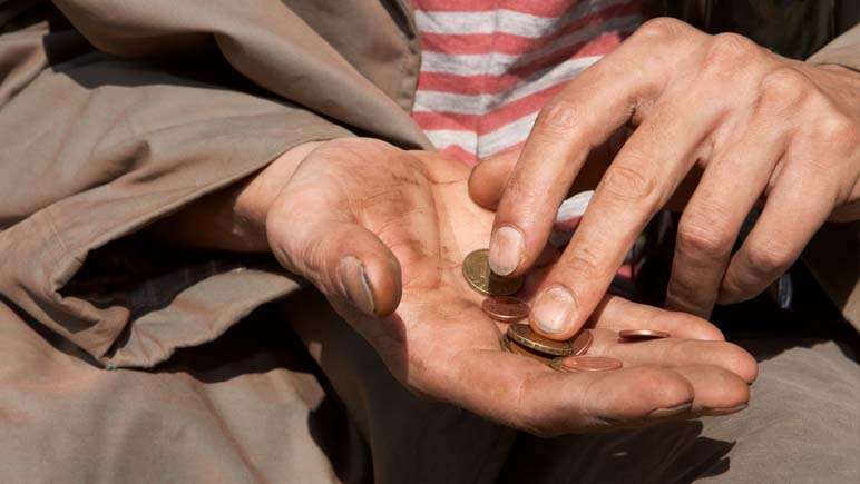 El poco dinero de los más vulnerables… un botín tentador para malnacidos