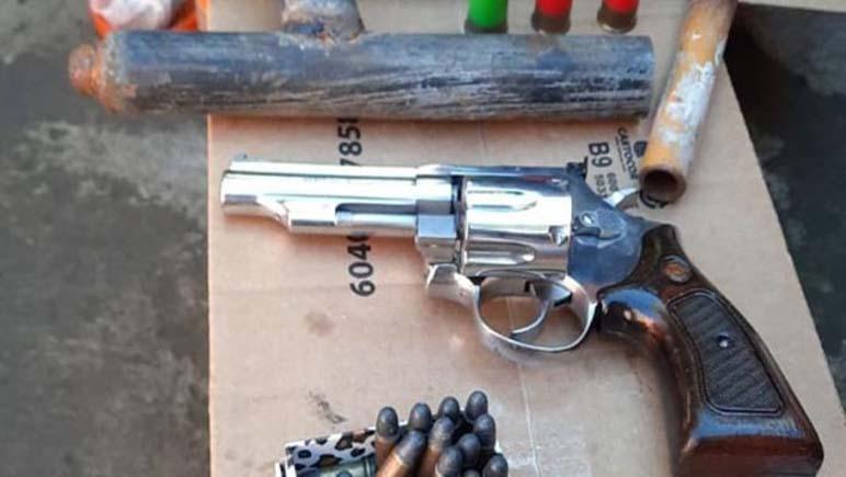 Barrio Copello: Armas, municiones, droga y un detenido en allanamiento