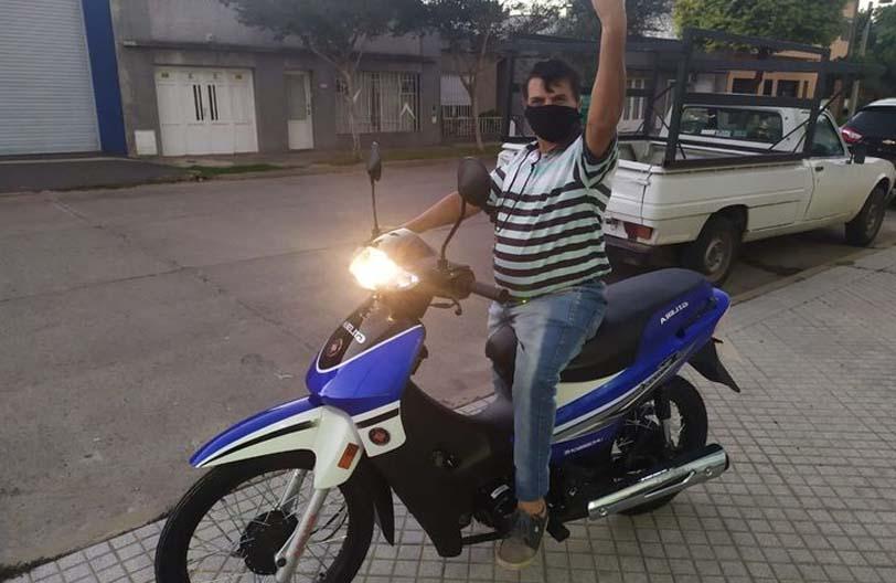 Se logró el objetivo. Nicolita tiene moto nueva