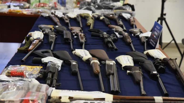 Desbarataron una banda de policías que vendían armas y municiones en Santa Fe y Entre Ríos