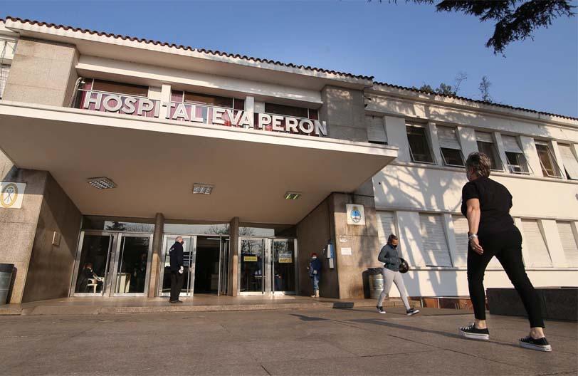 El enfermero que denunció el vacunatorio VIP en el Hospital Eva Perón afirma que lo castigaron