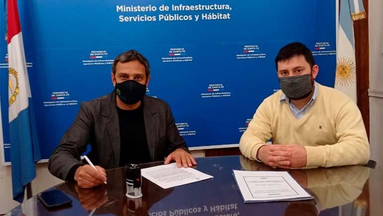Ybarlucea firmó el convenio para la red de agua domiciliaria