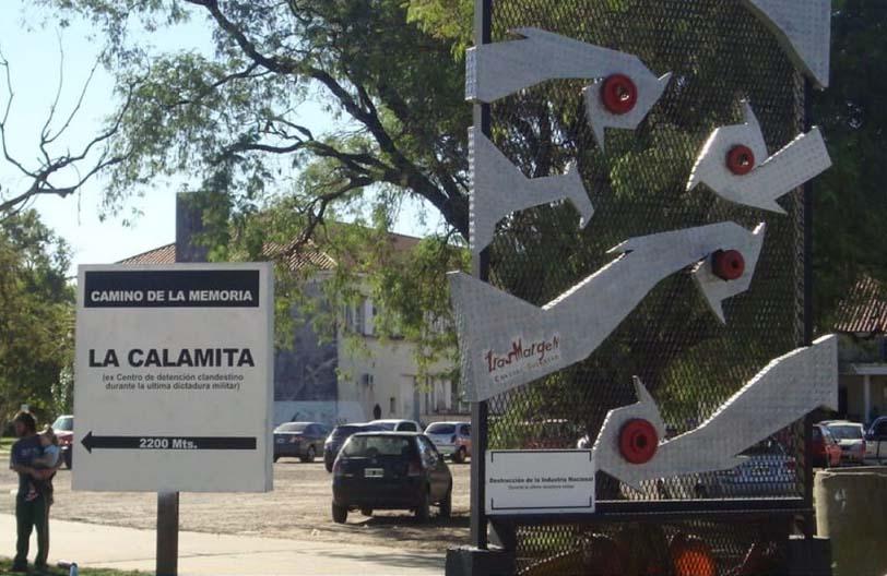 Sacan una escultura del Camino de la Memoria. Convocan a concentrarse en San Martín y Eva Perón