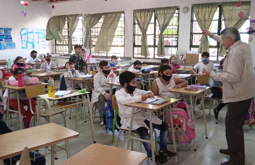 Raúl Zavattero en las escuelas